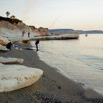Утро на берегу моря.Кирп.Рыбалка с берега на Кипре._обработано